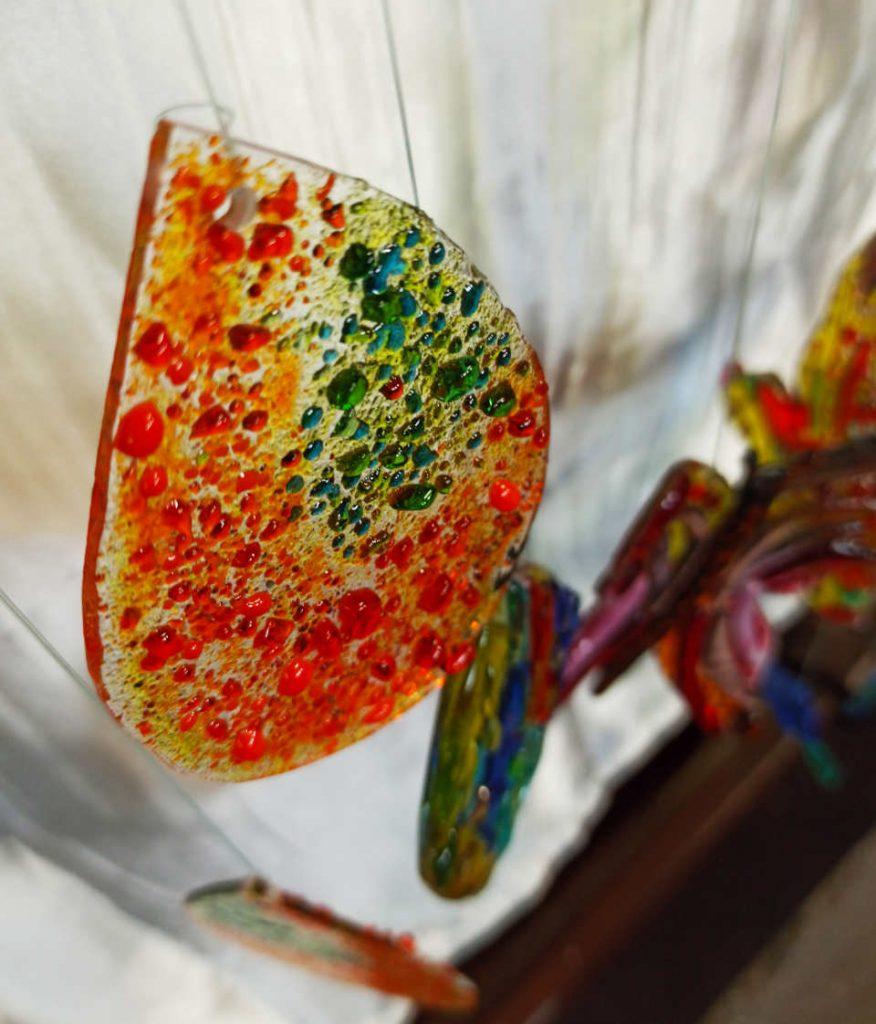 goutte colorée en verre fusionné
