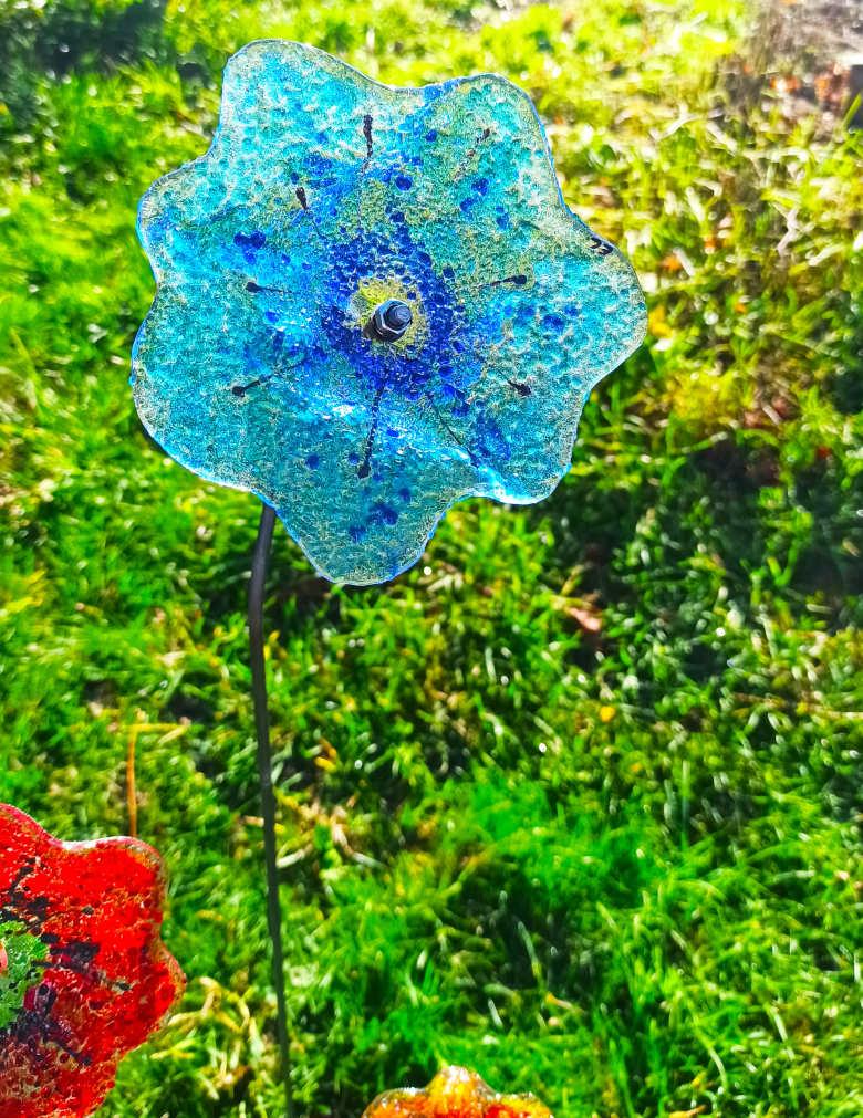 fleur bleue en verre
