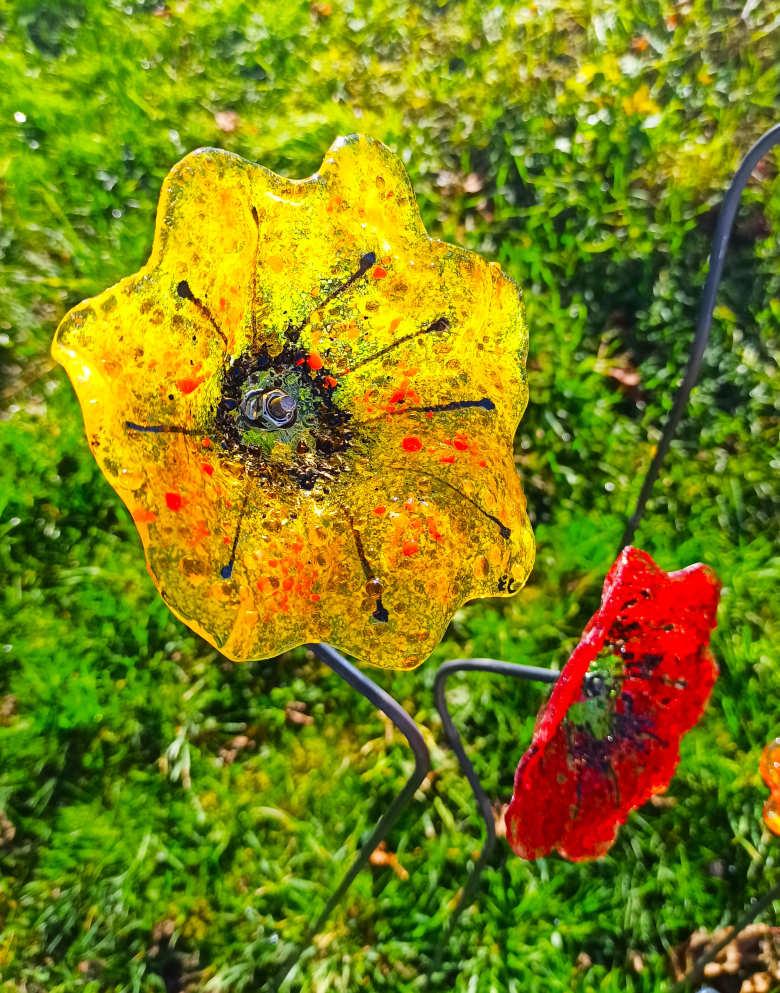 fleur jaune en verre