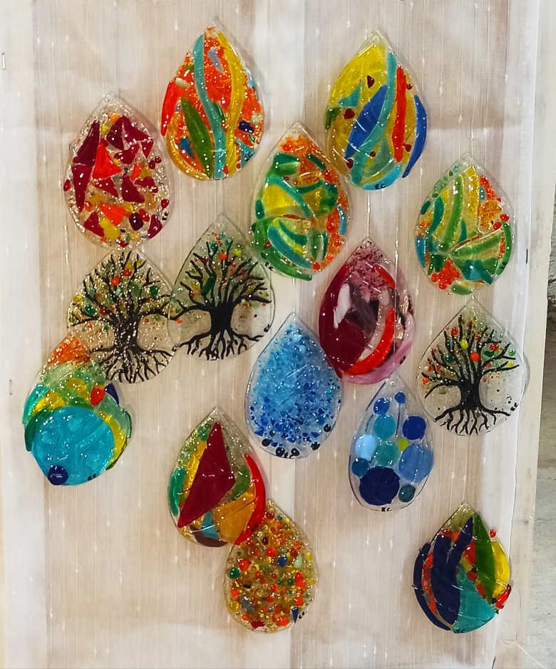 gouttes en verre très colorés
