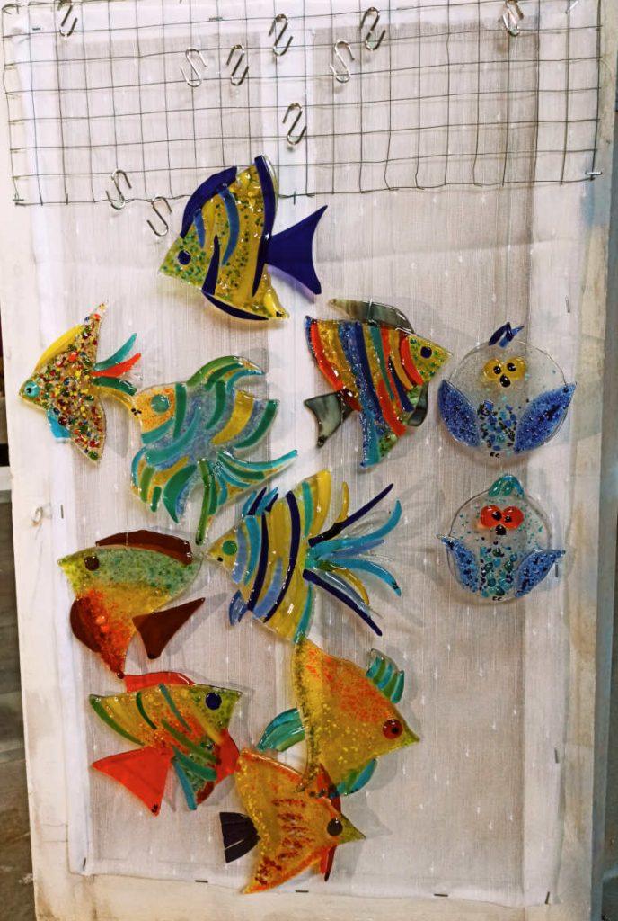 poissons en verre colorés